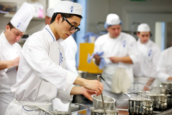 Các khóa học nghề ngắn hạn càng ngày càng được giới trẻ quan tâm